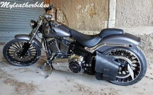 Sacoche SO02 Skull sur softail Breakout
