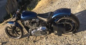 Sacoches Myleatherbikes sur Harley Breakout (2)