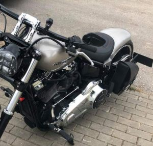 Sacoches Myleatherbikes sur Harley Breakout (4)
