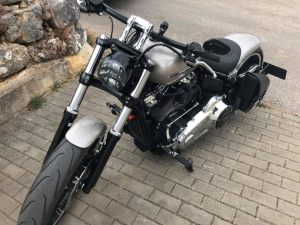 Sacoches Myleatherbikes sur Harley Breakout (7)