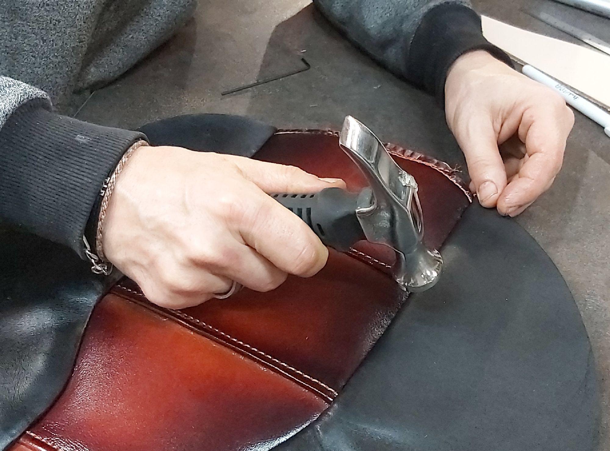 L'atelier de sellerie custom de Myleatherbikes - Selle personnalisation et sur mesure